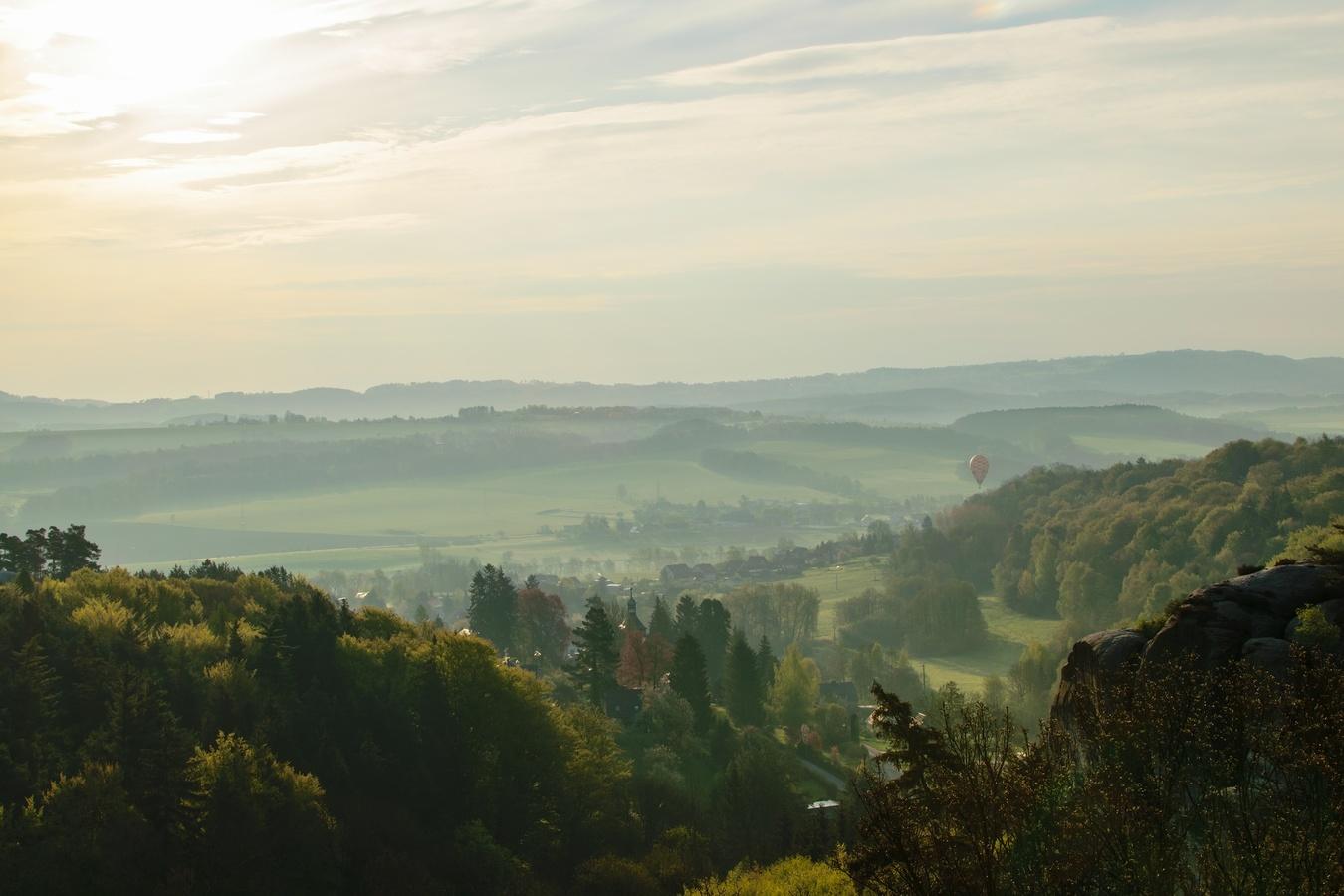 pohled ze zámku Hrubá Skála