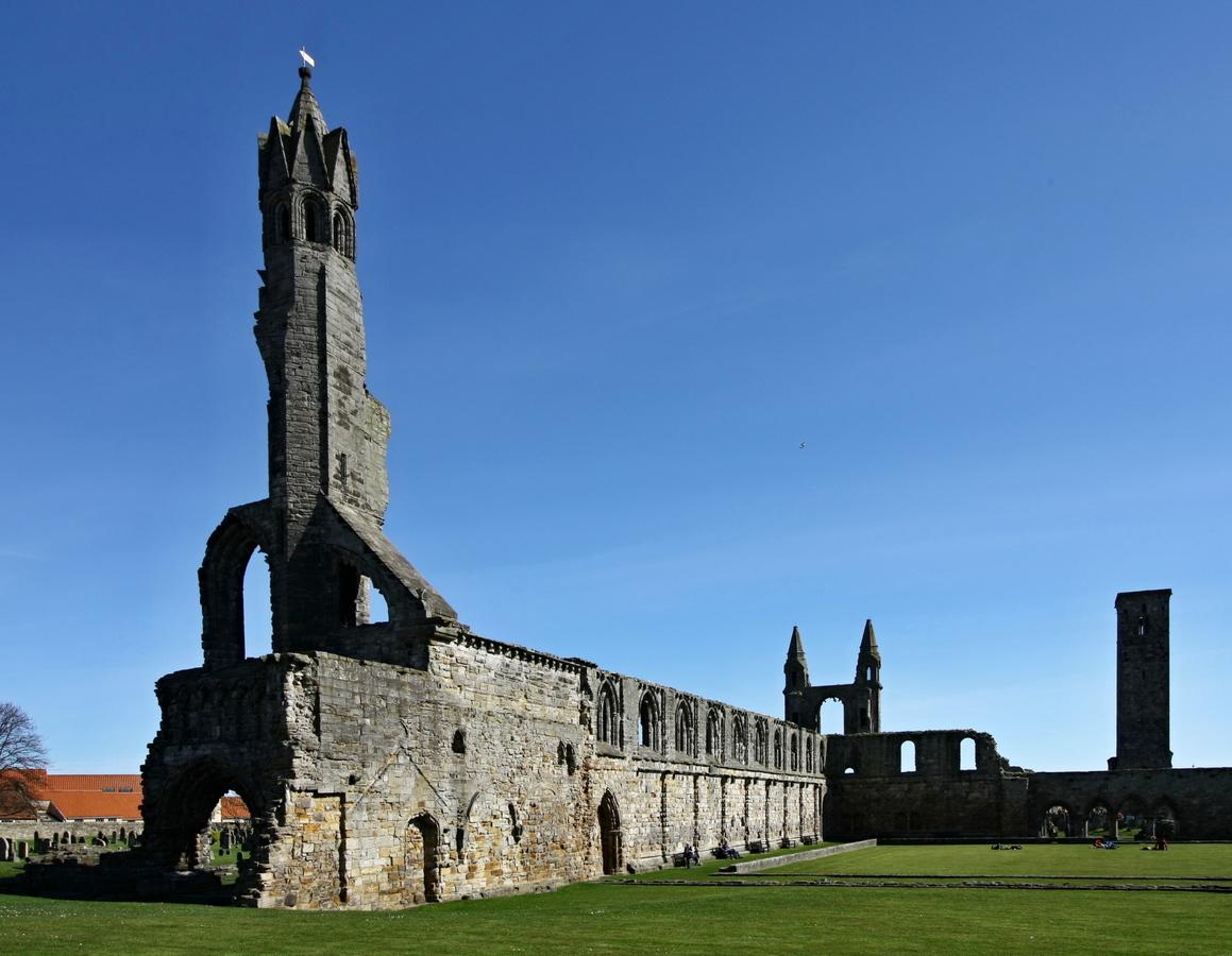 A přece stojí - věž katedrály  St. Andrews