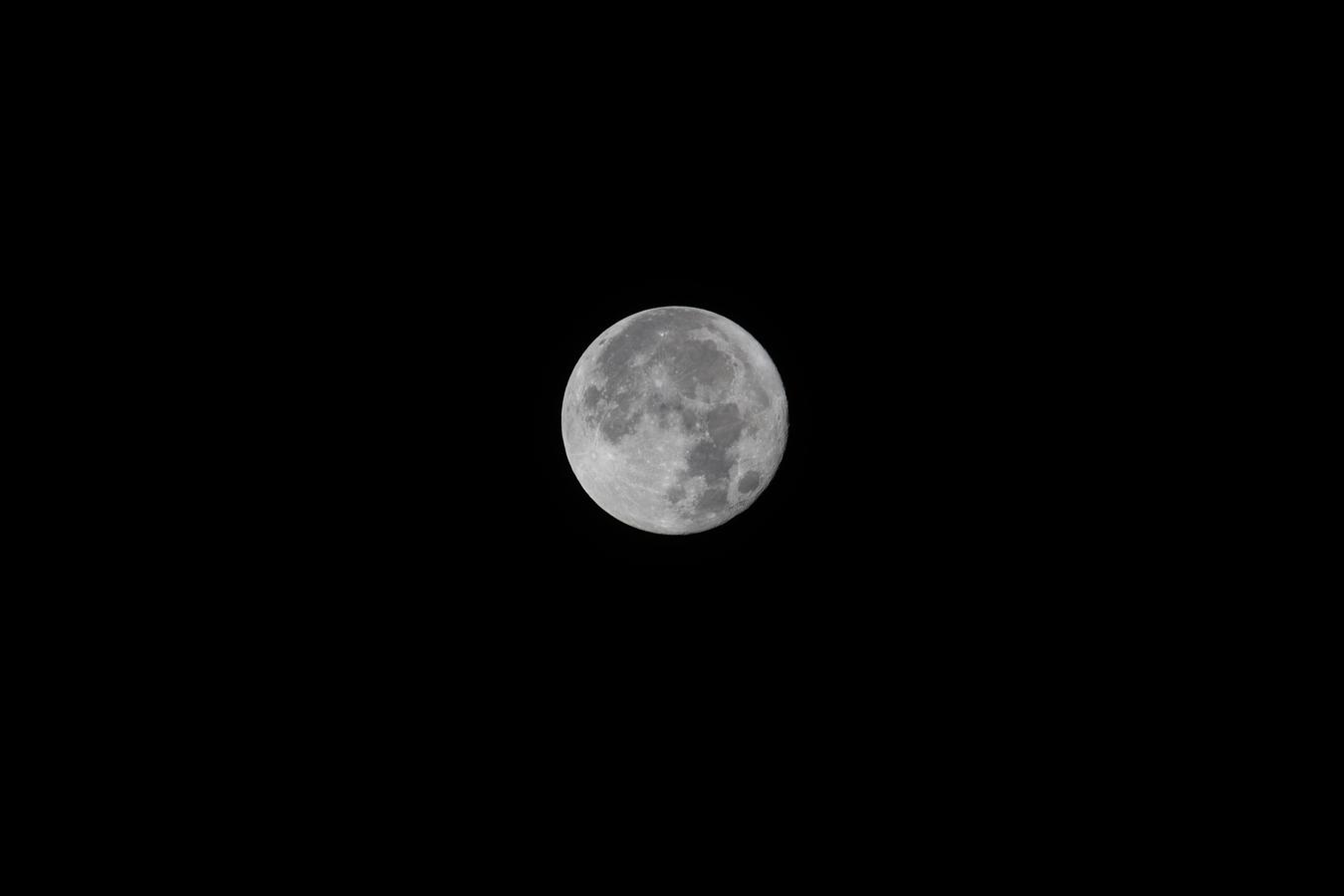 Měsíc v super úplňku