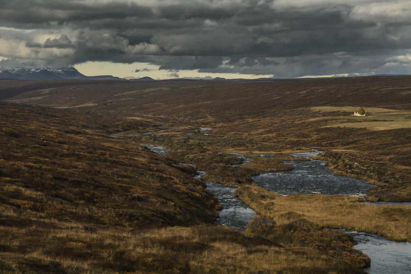 Islandské pláňe pod temnější pokličkou