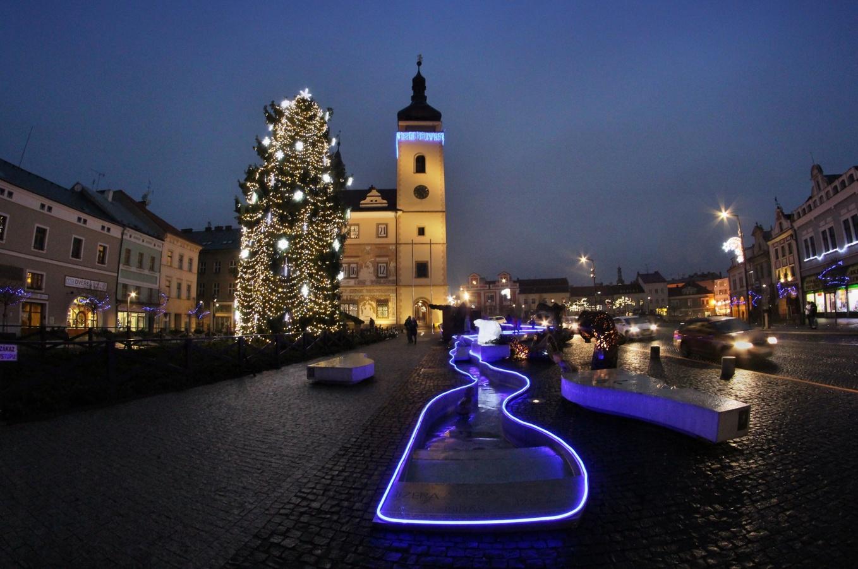 Náměstí po rozsvícení vánoční výzdoby