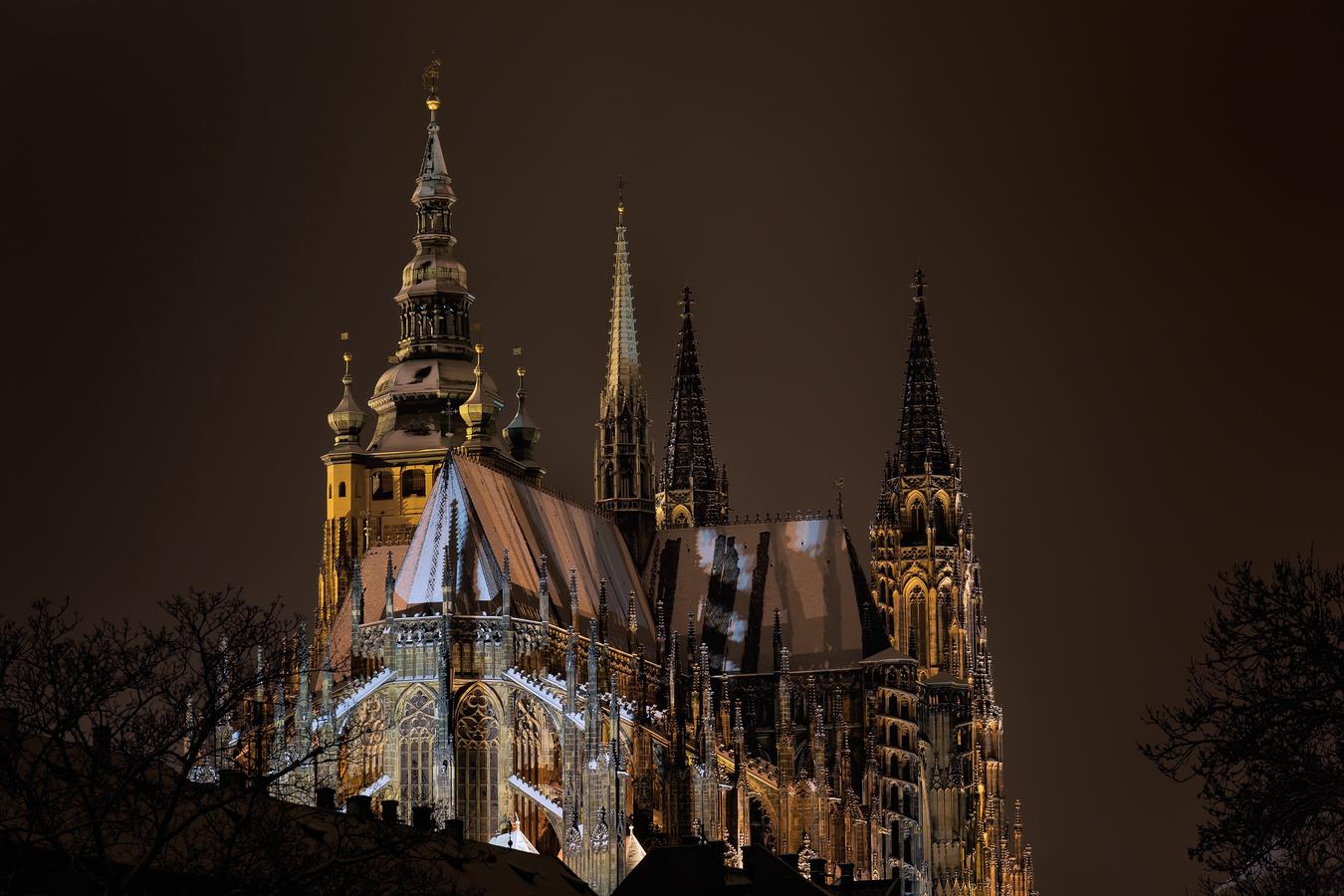 Stín katedrál...