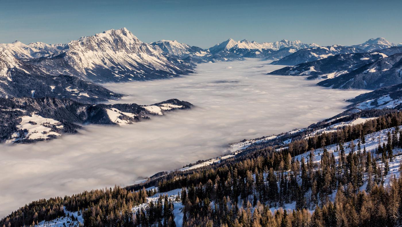 Zimní pohled do údolí