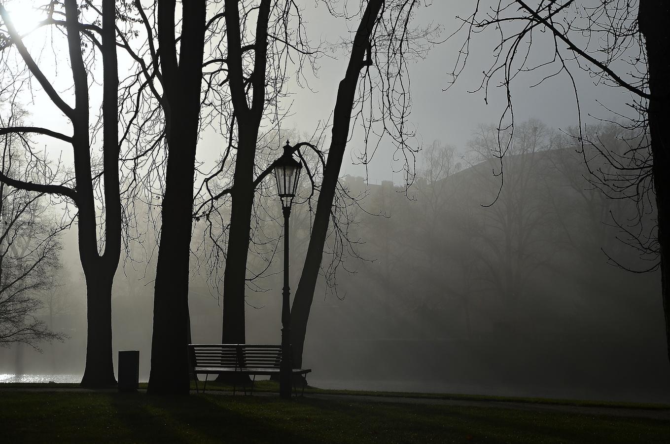Osamělá lavička
