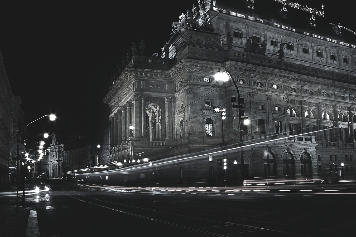 Noc u národního divadla