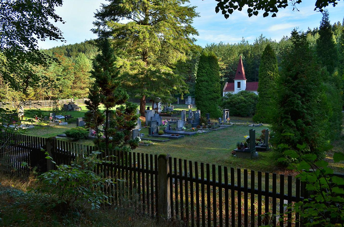 Lesní hřbitůvek