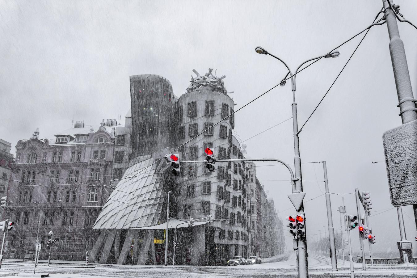 Tančící dům ve sněhové bouři