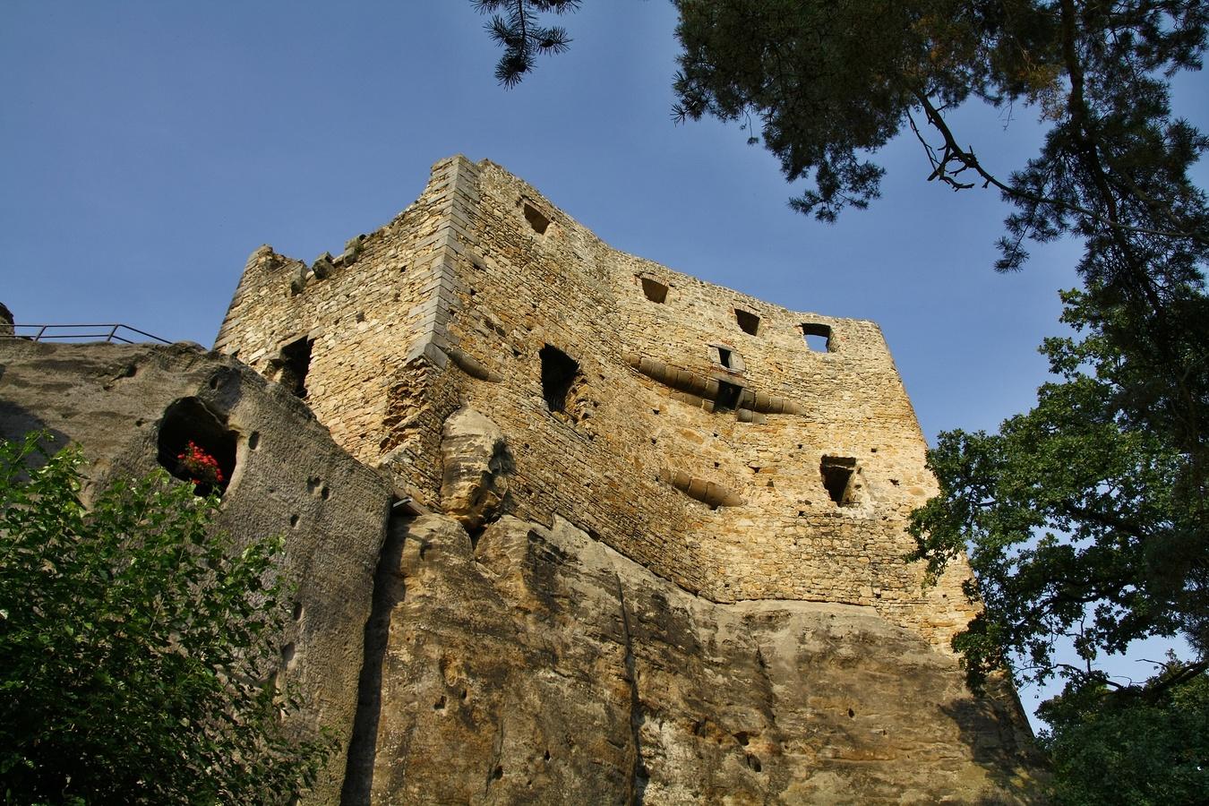 Skalní hrad Valečov