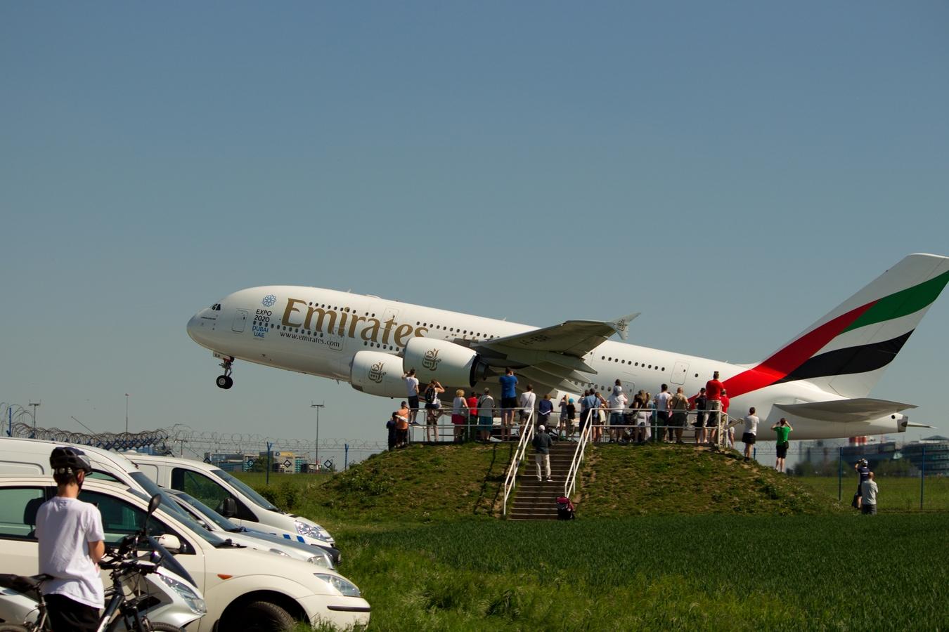 Něco z dnešního slunečného dne z letiště Praha.