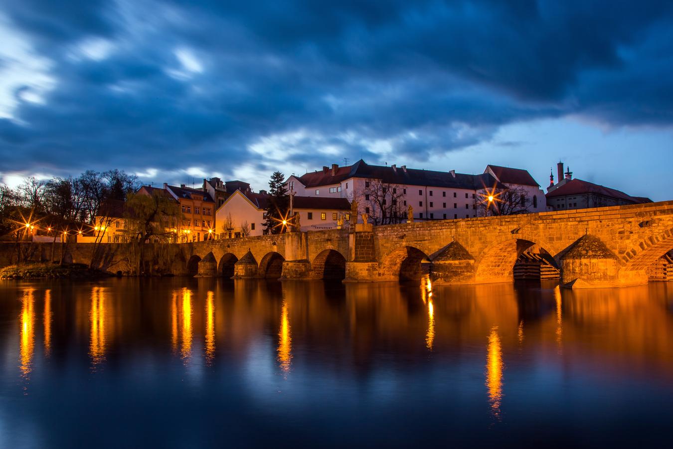 Hodně starý most