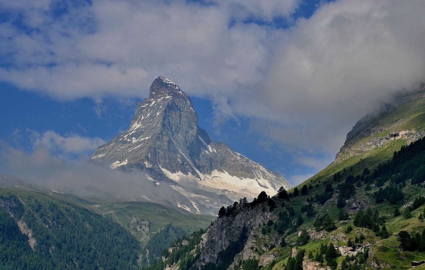 Matterhorn, s nadmořskou výškou 4478, je považován za jednu z nejkrásnějších a nejpopulárnějších hor Evropy.