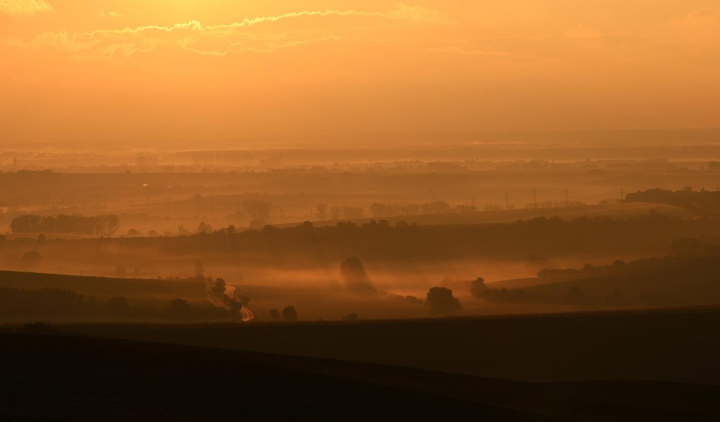 podzimní ranní mlhavé svítání u Kyjova