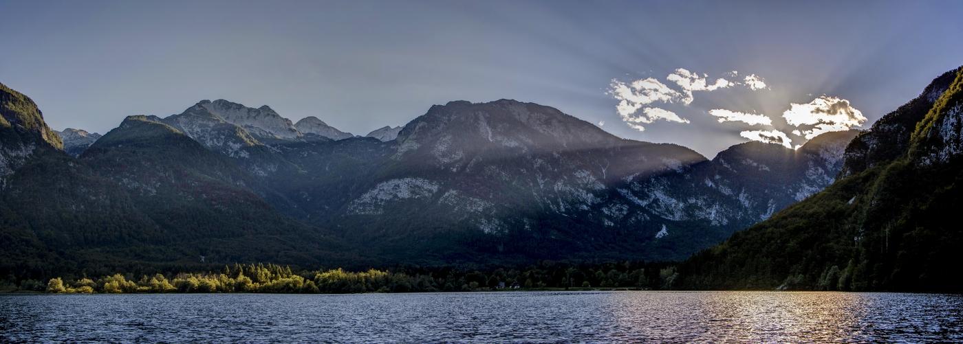Jezero Bohinj a jeho dechberoucí západ slunce