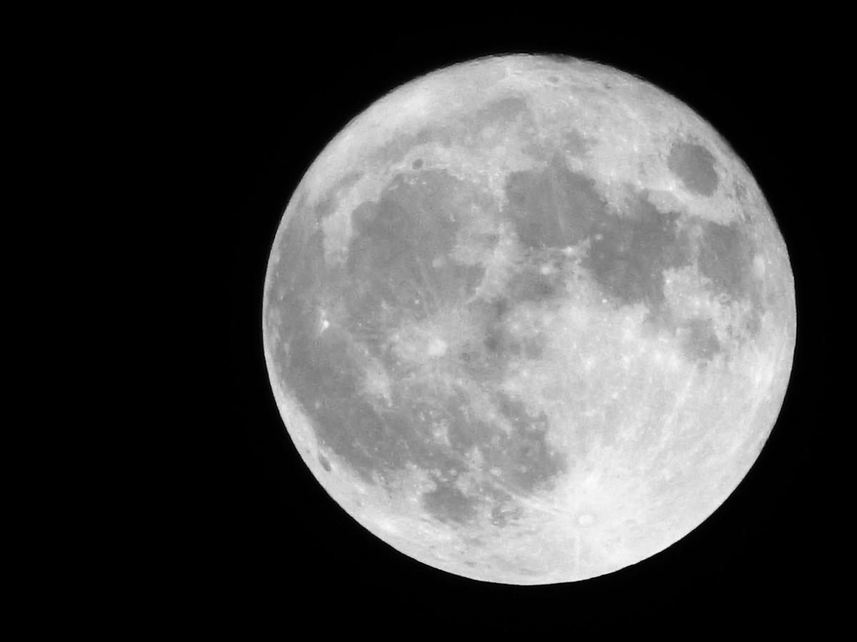 Měsíc na hlavou