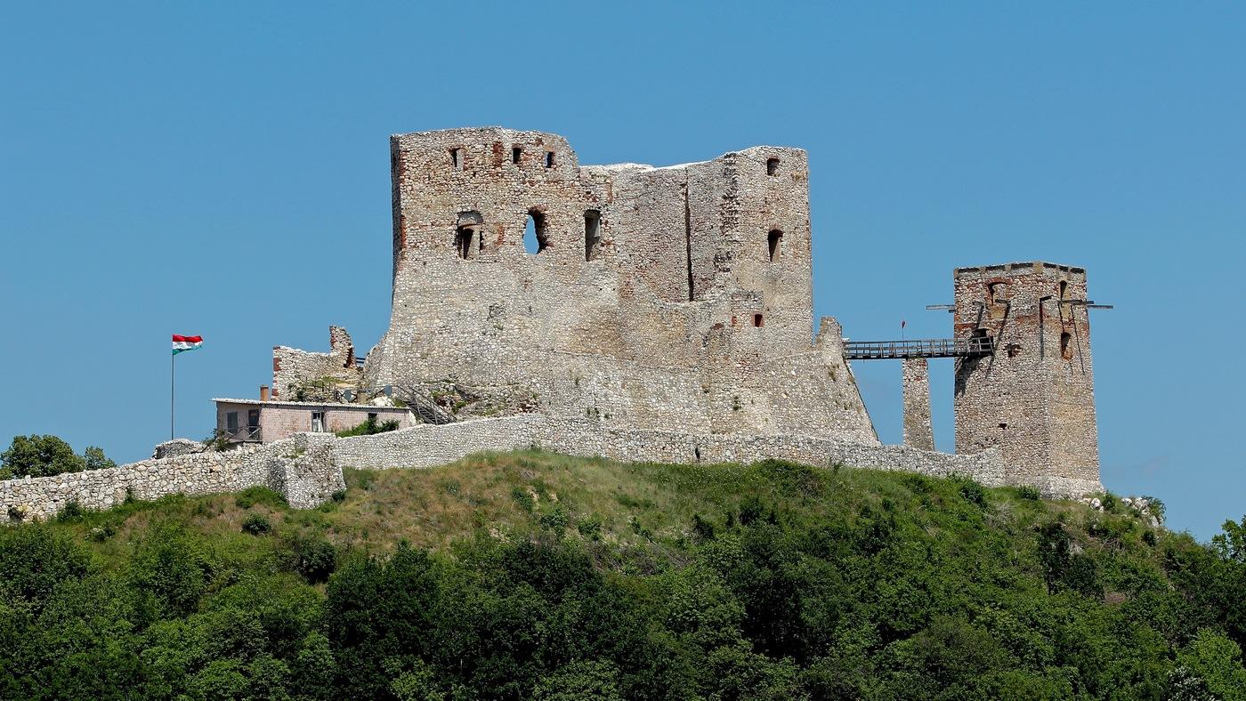 zřícenina hradu Csesznek, Maďarsko