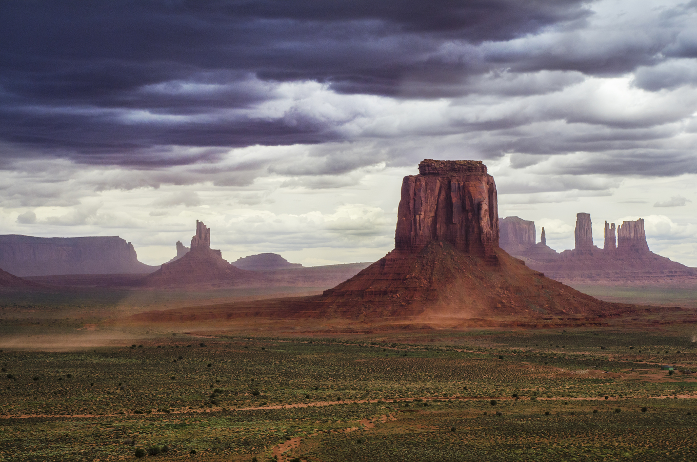 Písečná bouře v Monument Valley