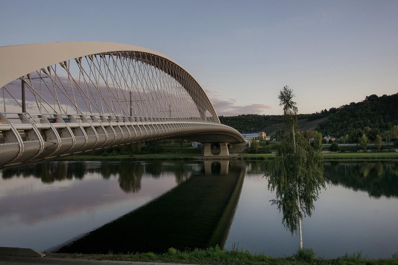 Ráno u Trojského mostu