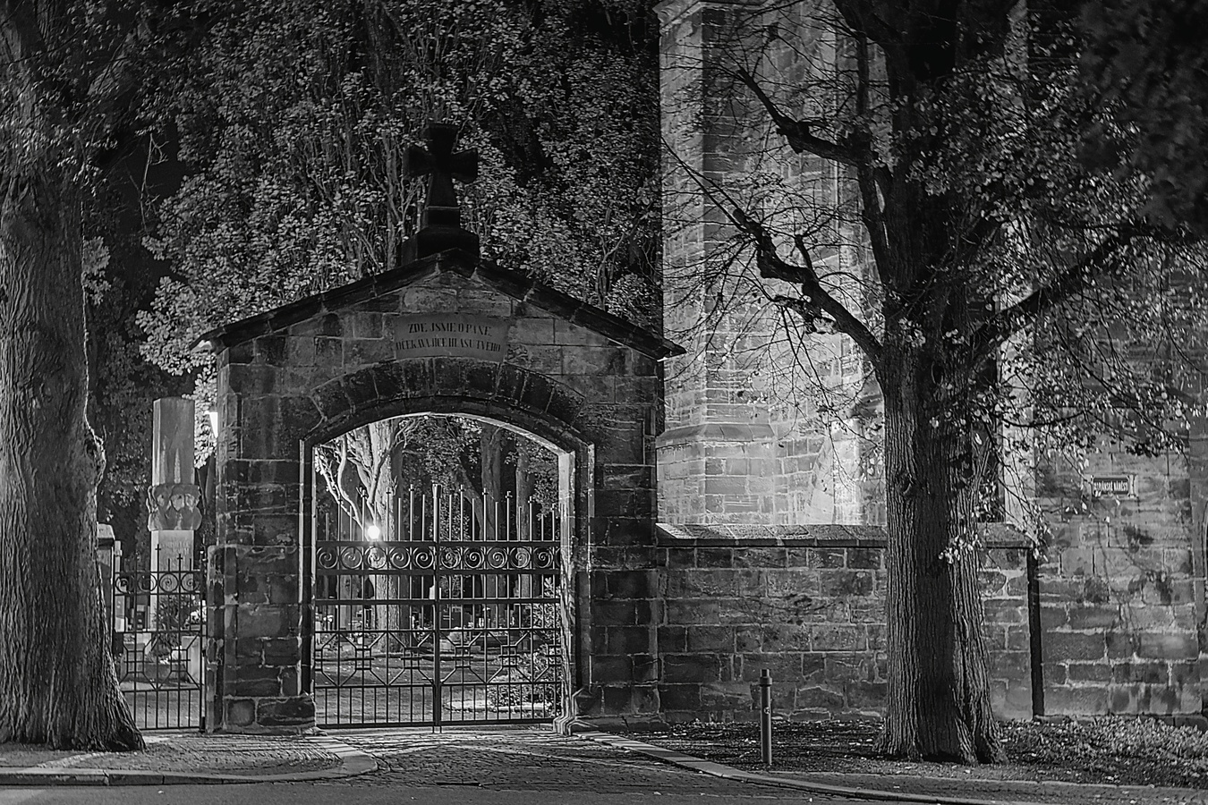 Půlnoc na hřbitově