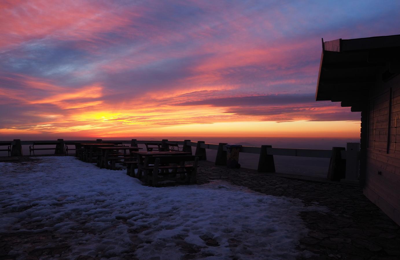 Odpočinek na vrcholu, při západu slunce.