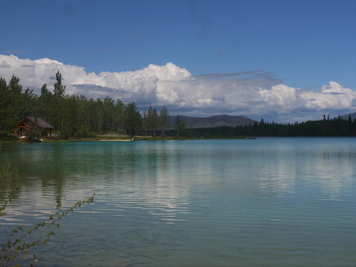U jezera