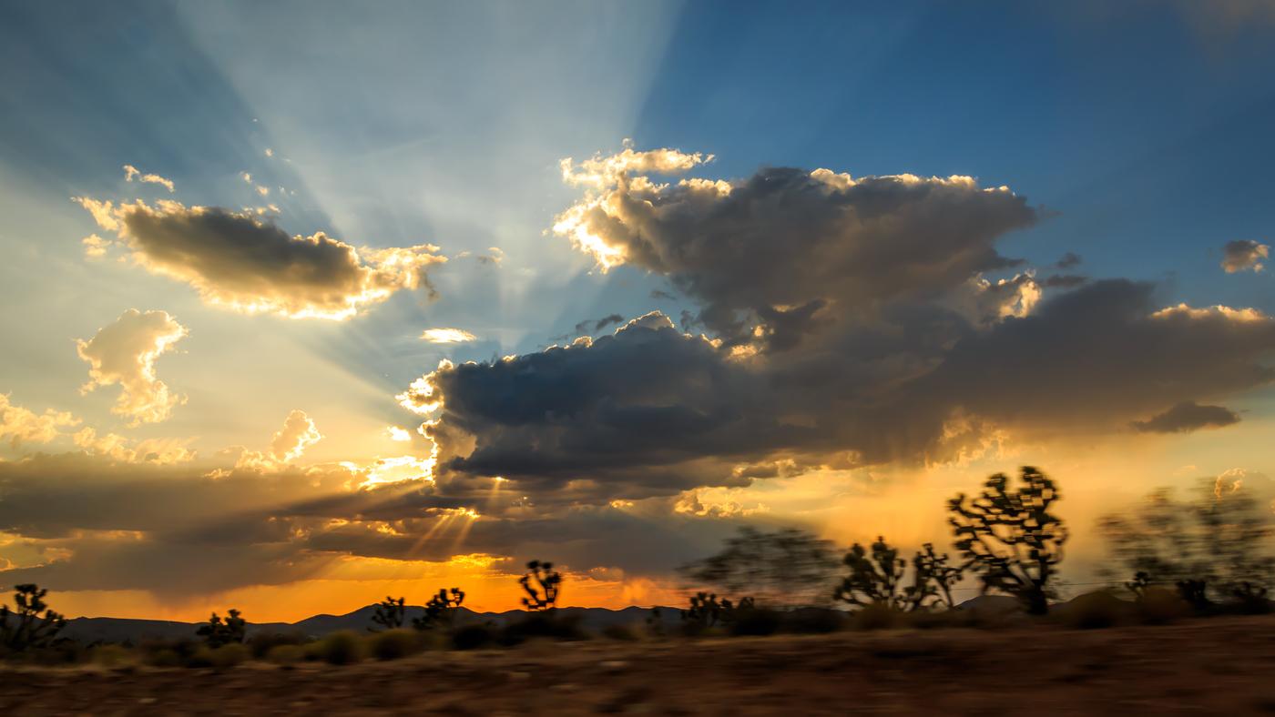 před setměním nad pouští