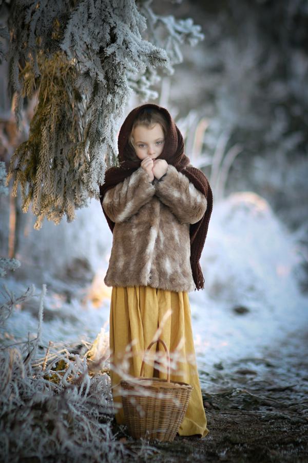 Ach, všude sněhu je a vítr běduje. Ukryl se i měsíček, mráz ho štípal do líček.