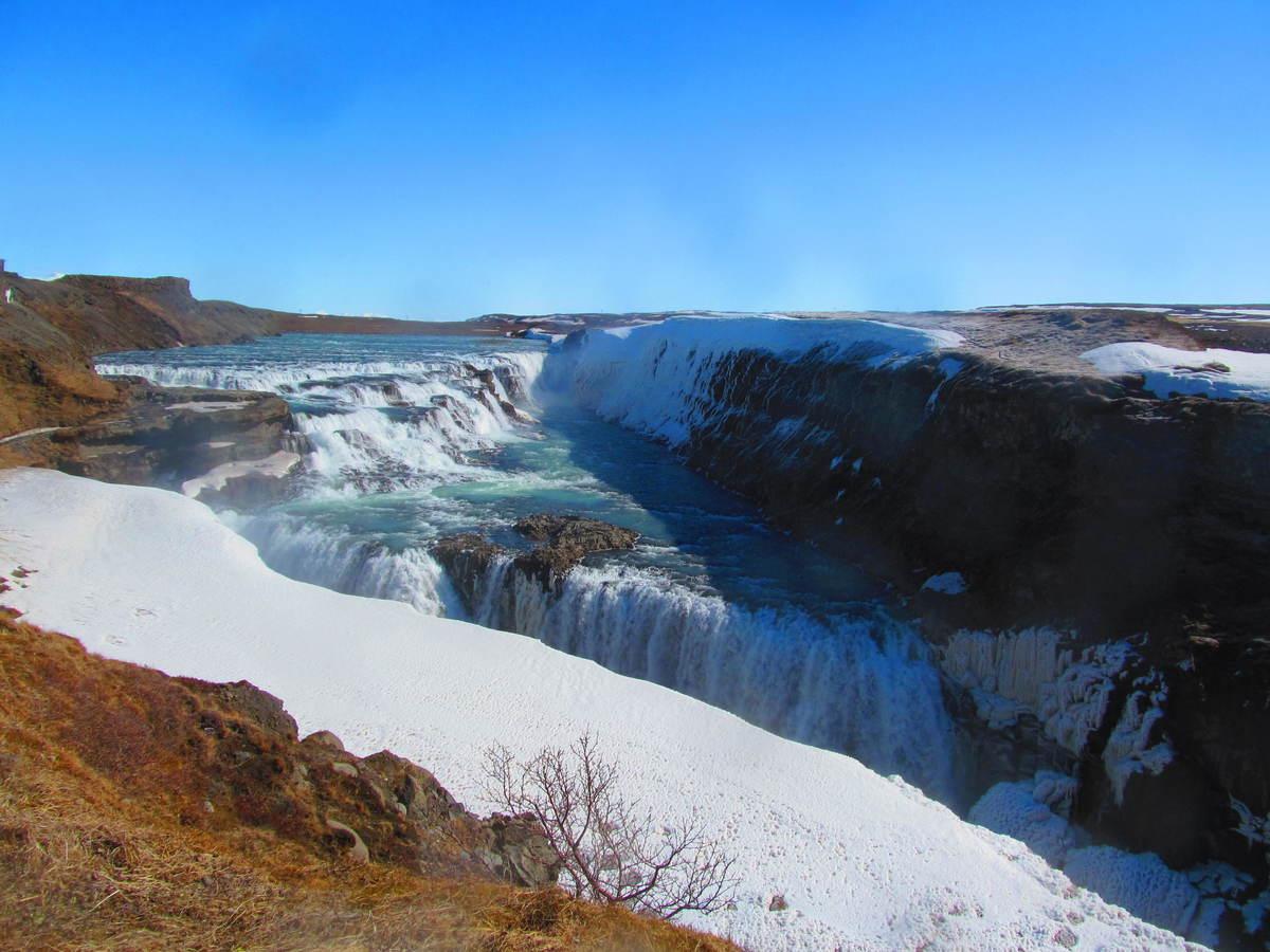 Gullfoss pod květnovým sněhem