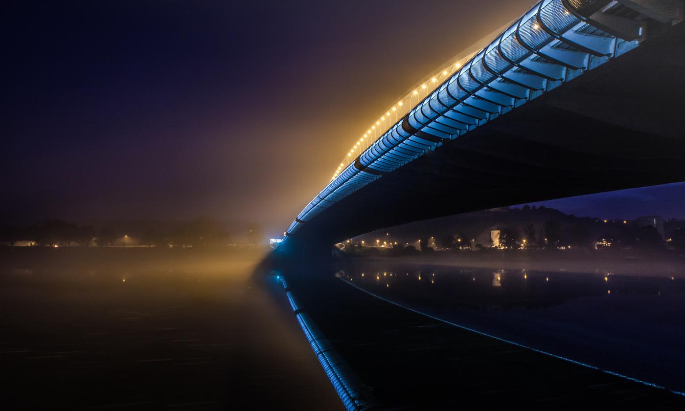 Trojský most v mlze