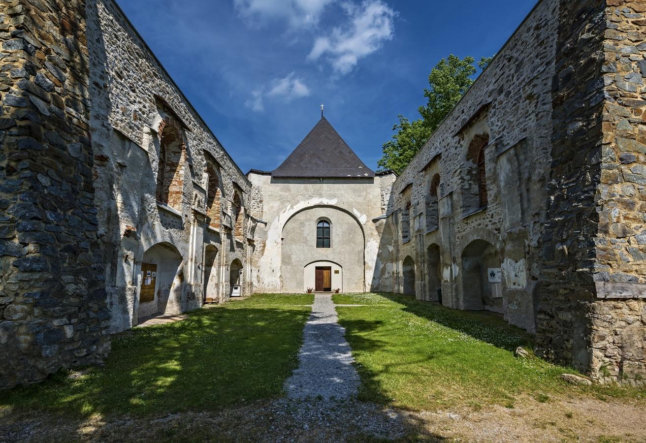 Zbořený kostel