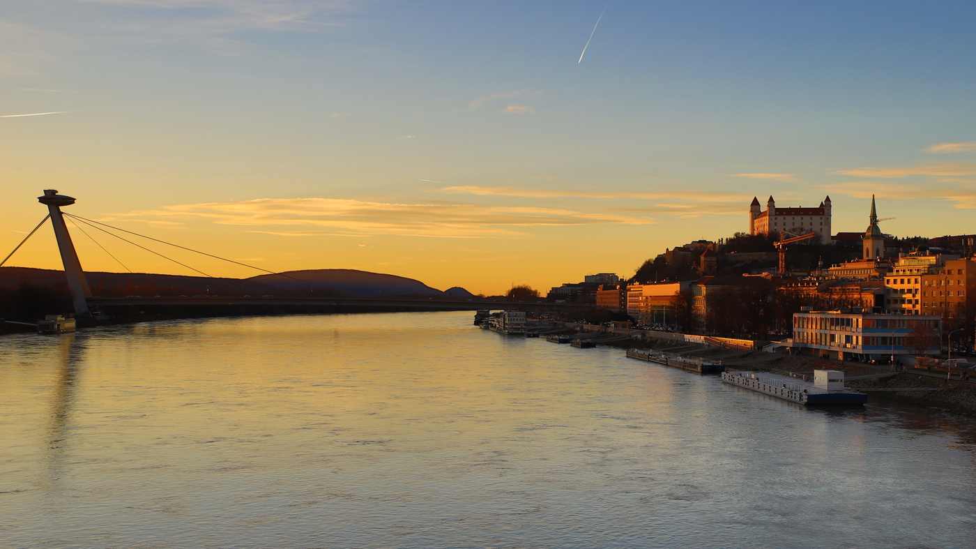 Bratislava posledni paprsky.