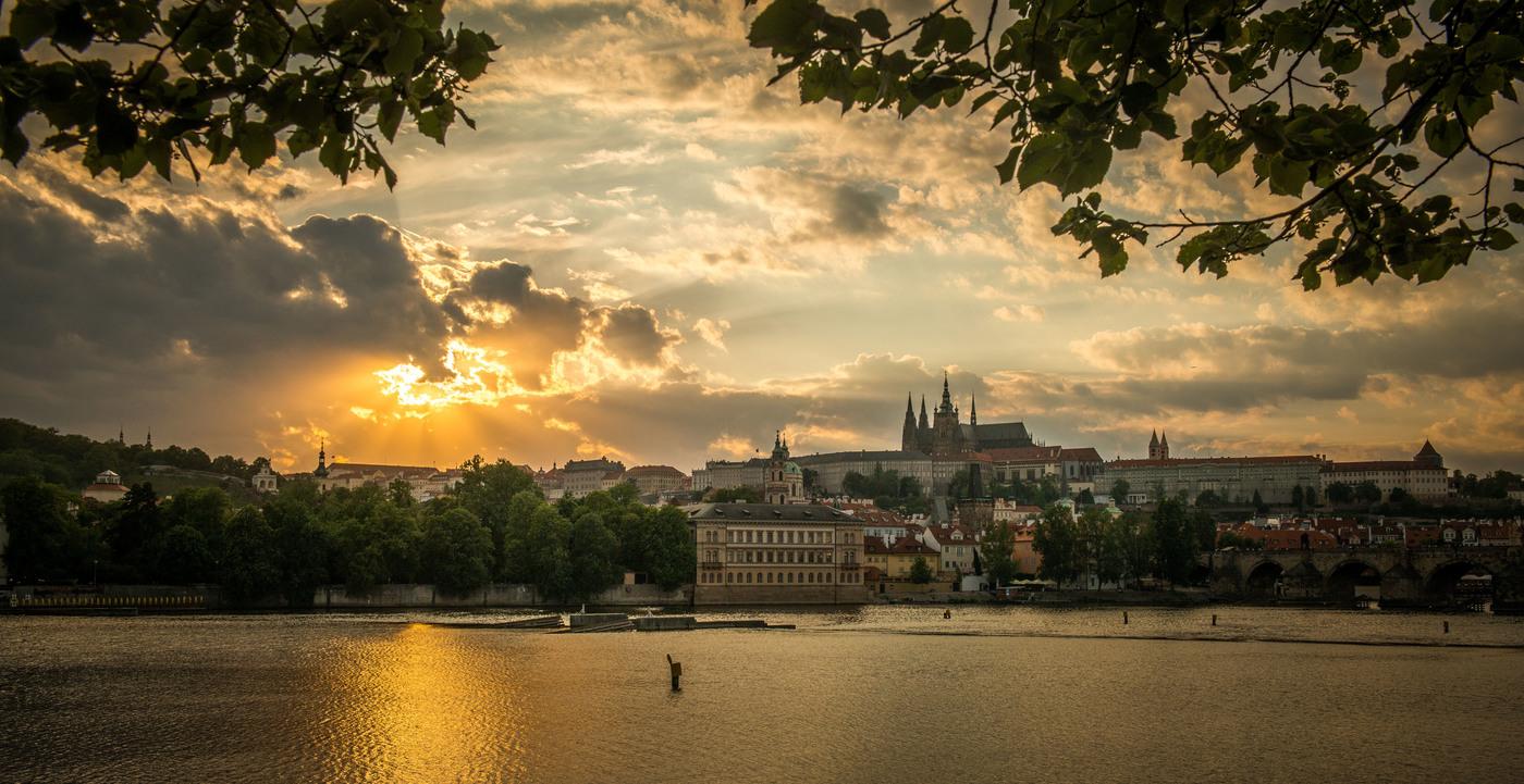 Božské oko nad Prahou
