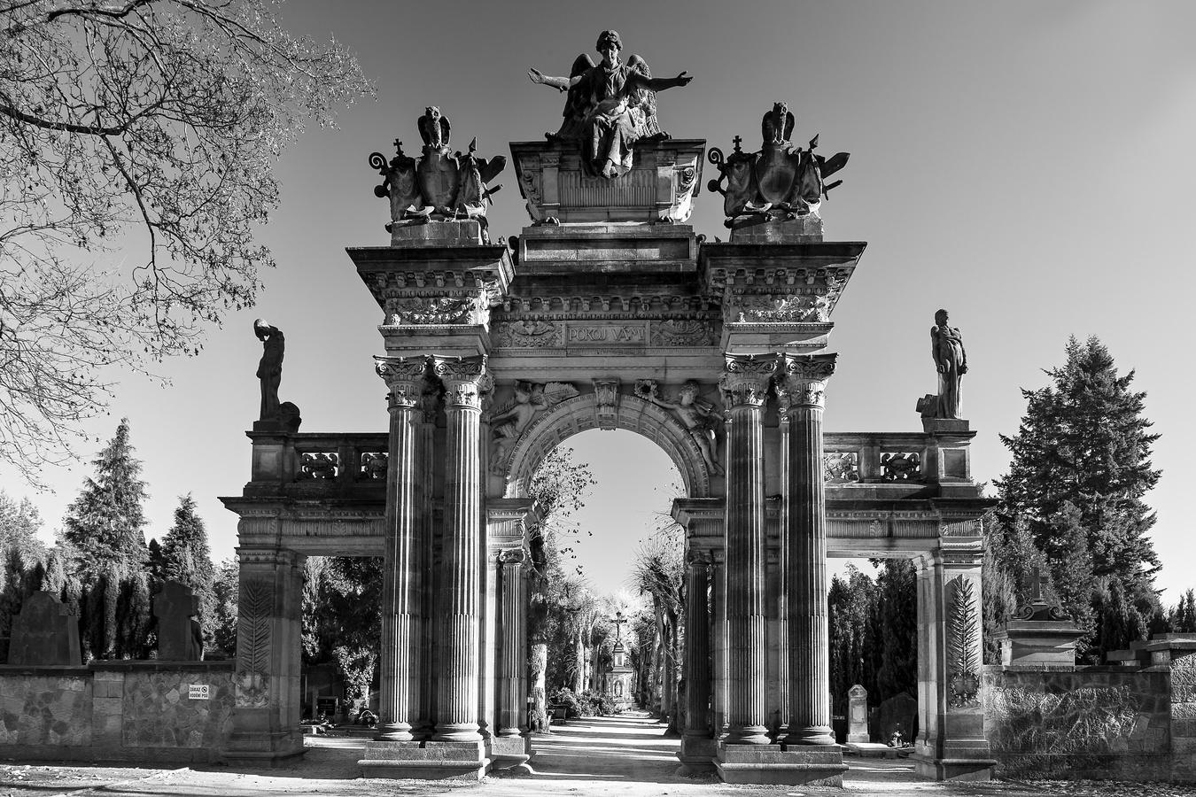 Hřbitovní portál
