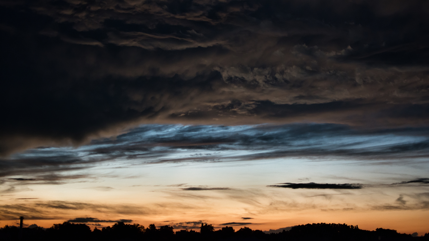 Nebe nad Sarvarem před bouřkou
