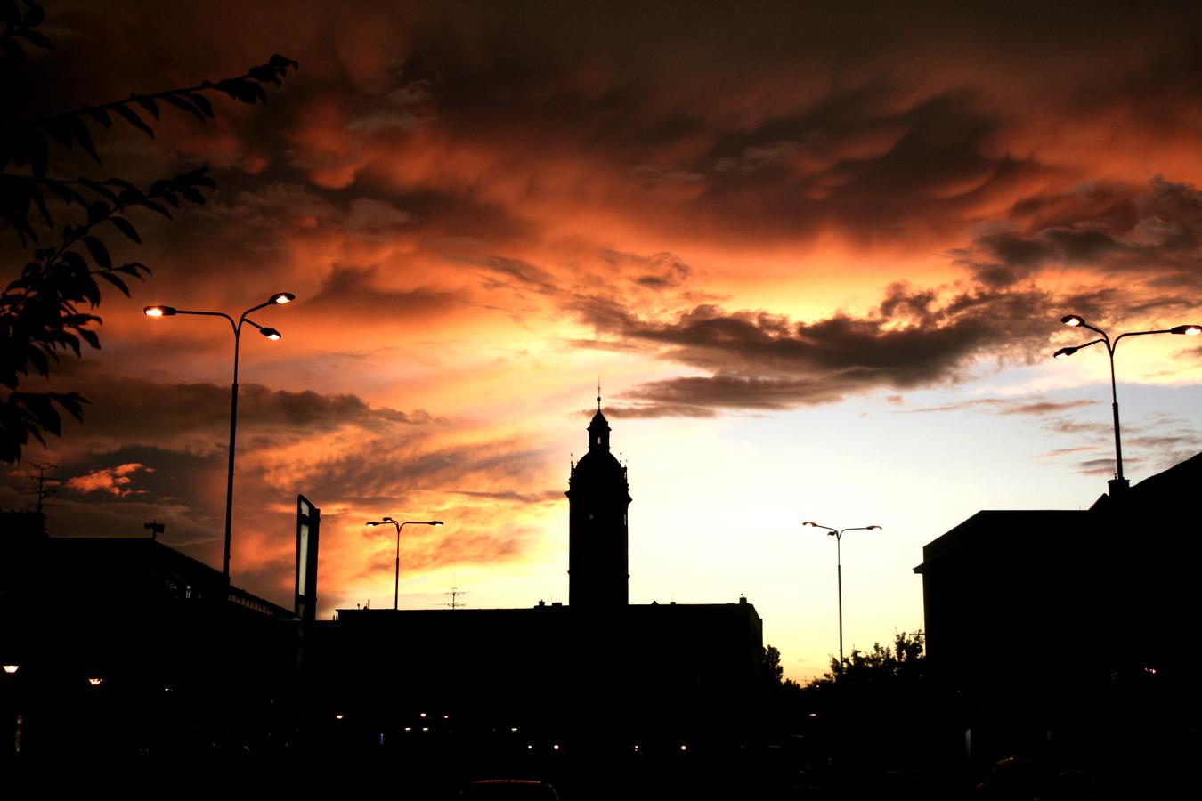 kyjov s podvečerní oblohou