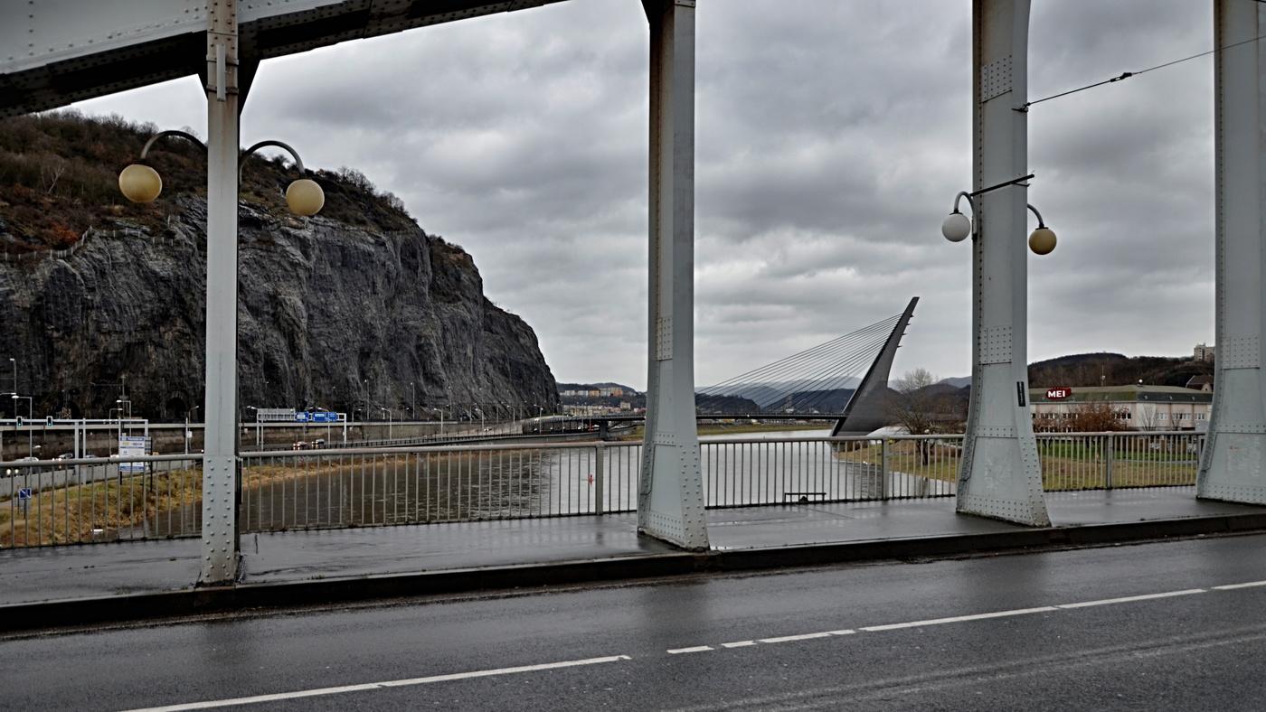 Z mostu na most