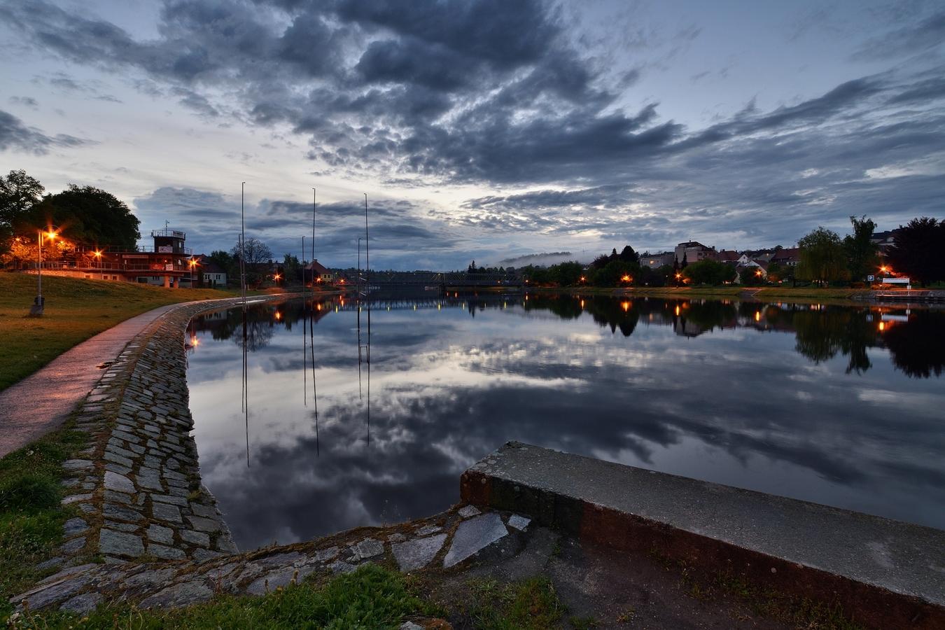 Podvečer u Vltavy ...