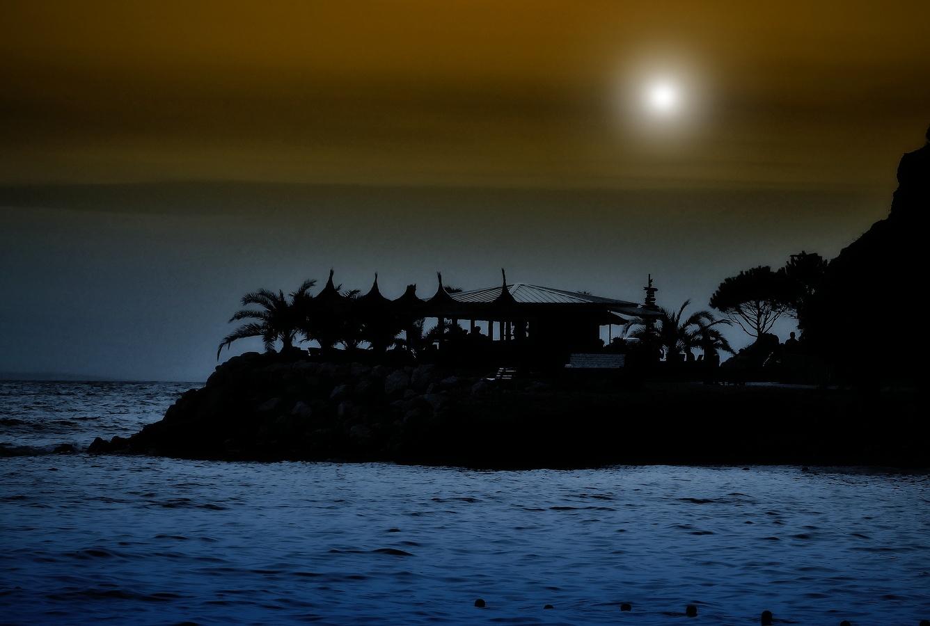 Bar na útesu