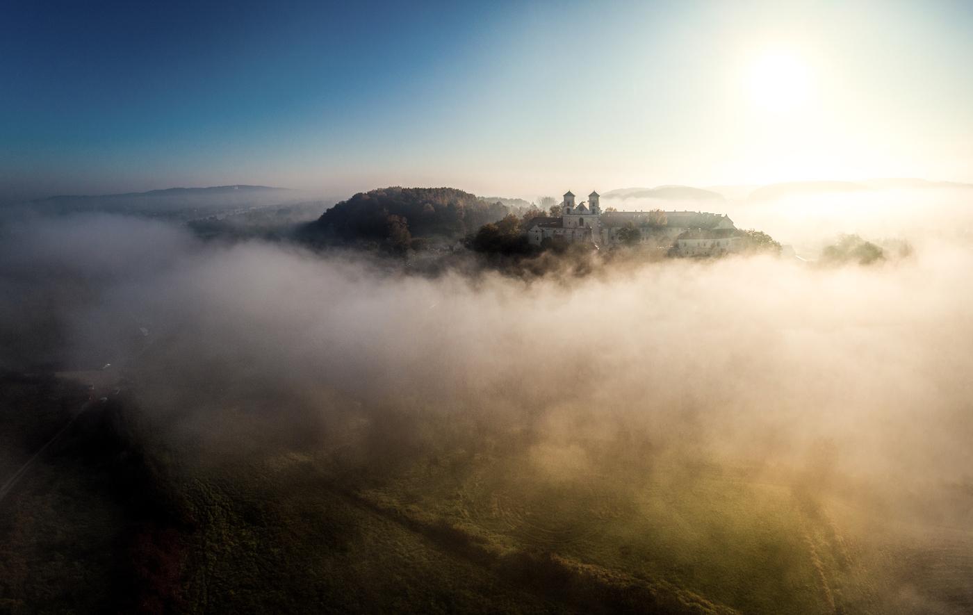 Ráno u kláštera