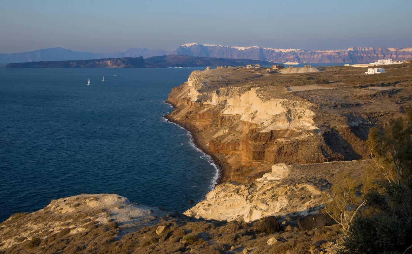 Santorini v zapadajícím slunci
