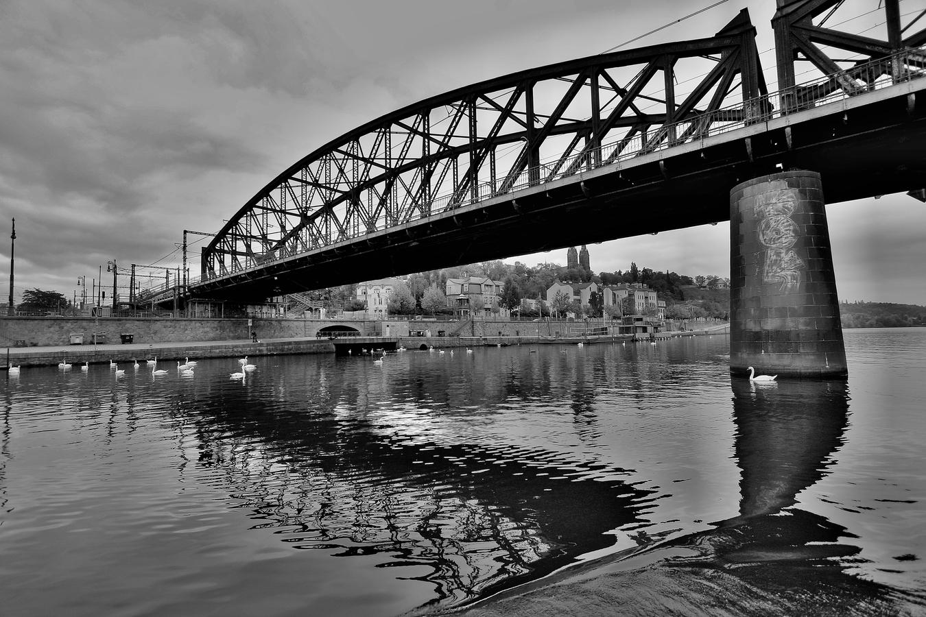 Železniční most na Výtoni