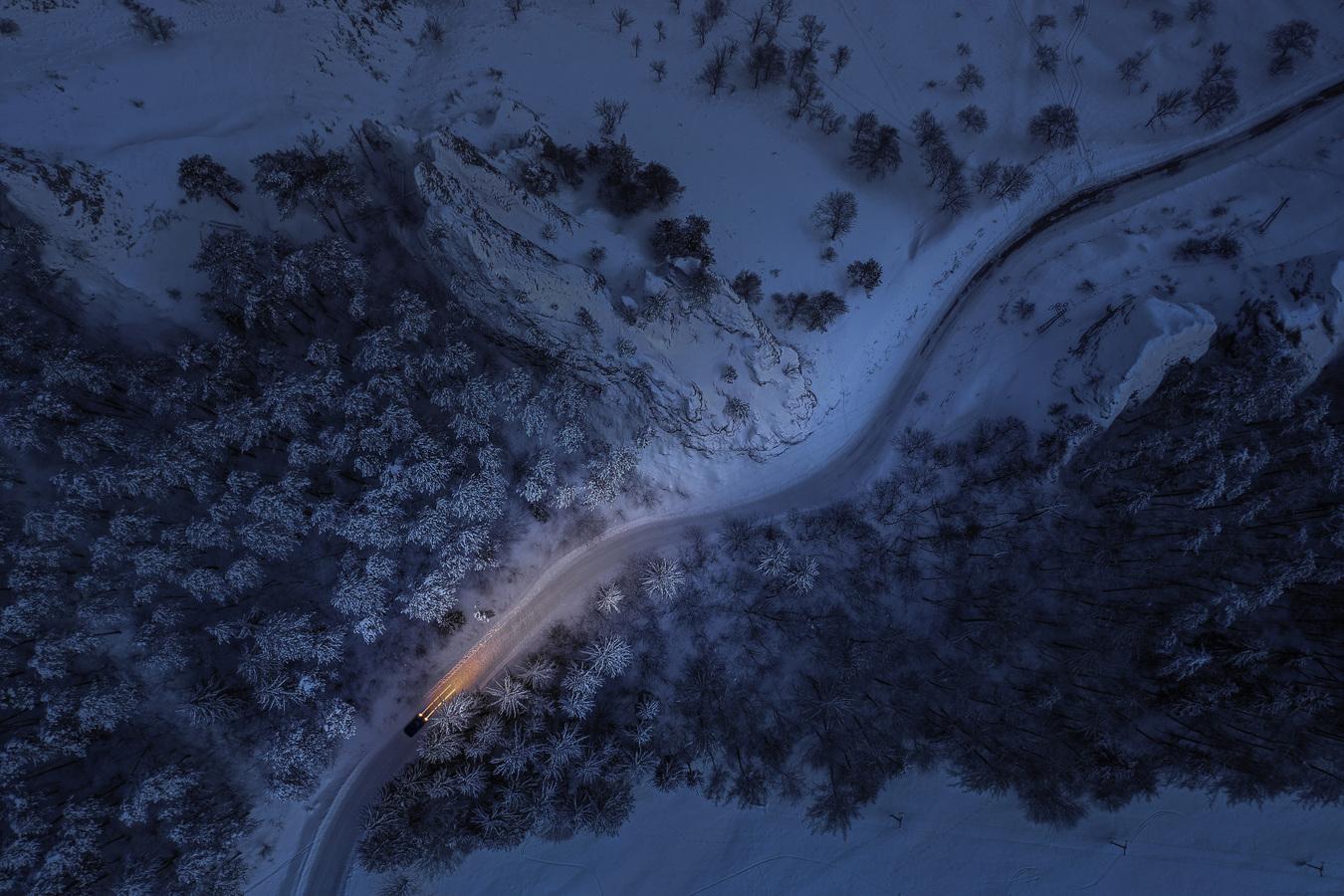 Ledovým průsmykem