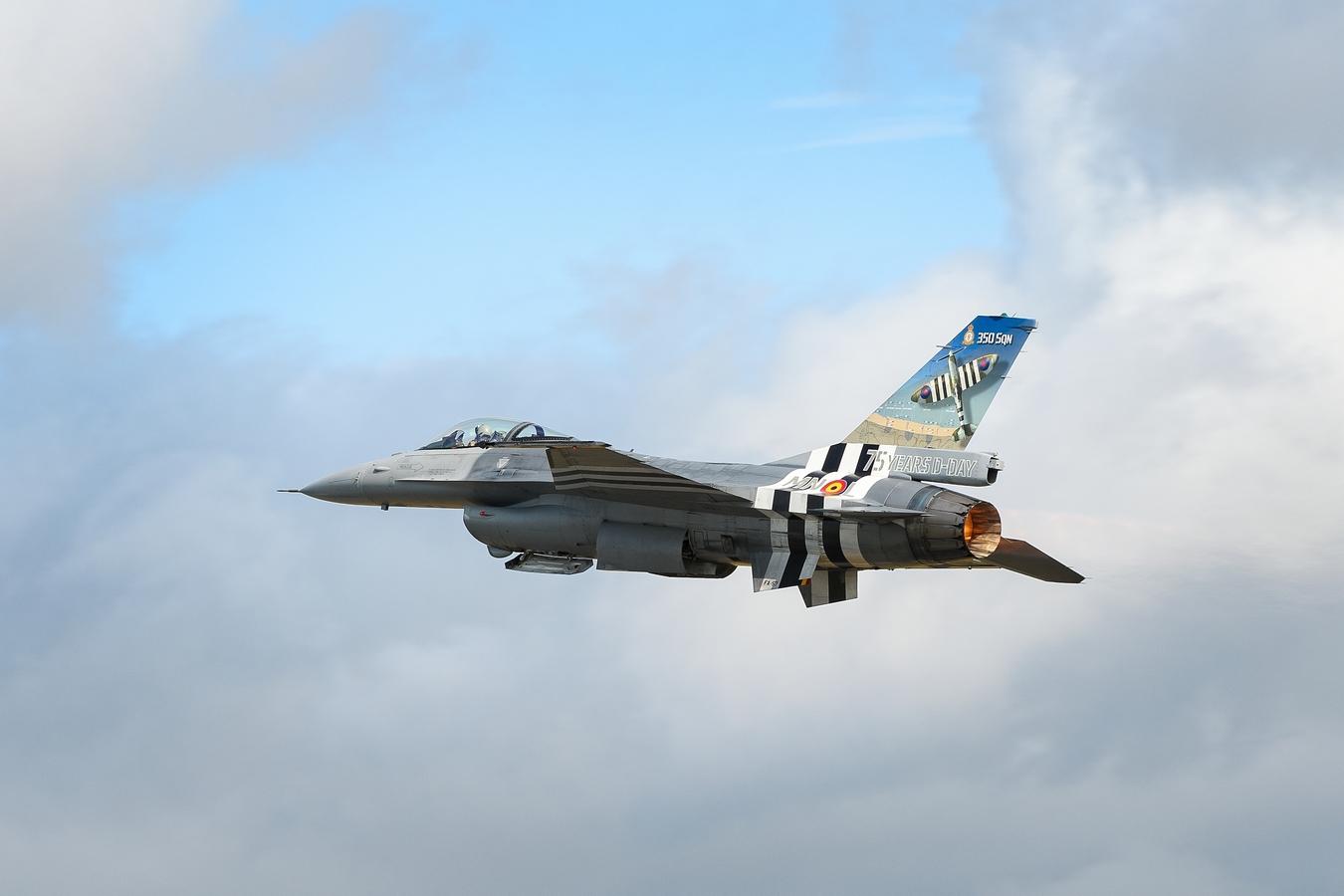 F-16 v invzaních pruzích