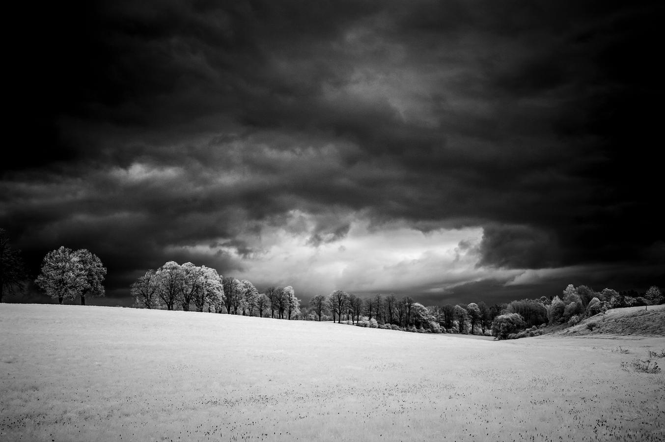 IR krajina před bouřkou