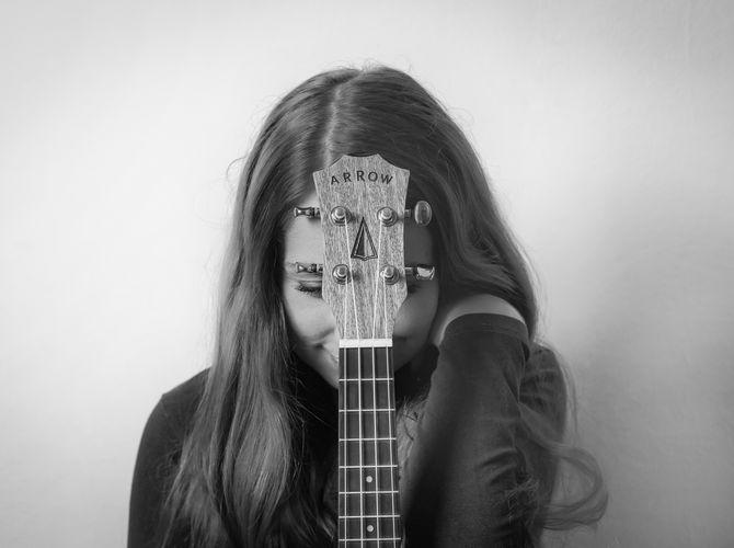 Opřená o ukulele
