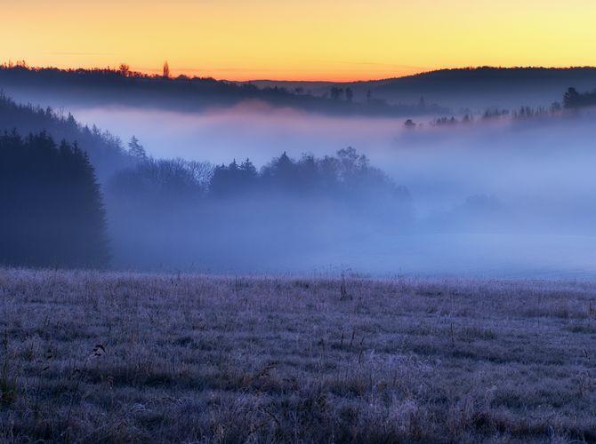 Svítání s mlhou