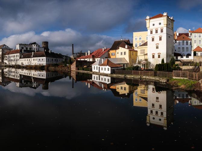 Jindřichohradecké zámecké panorama s odrazem v hladině
