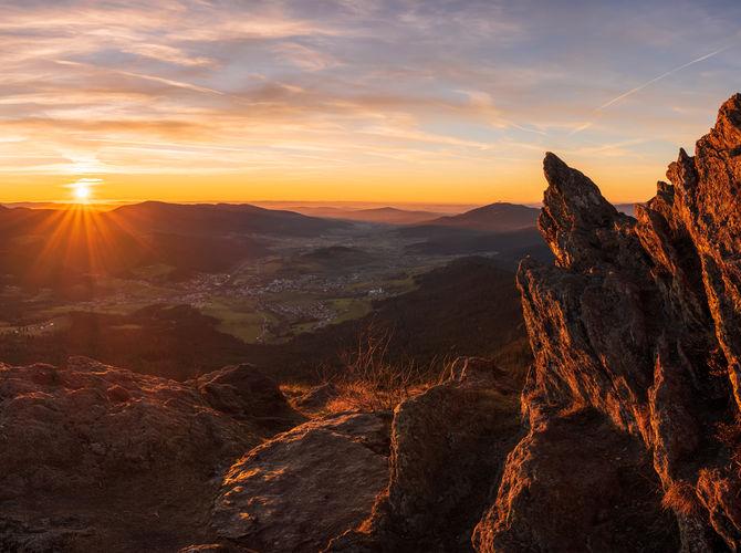 Pohled na zapadající slunce z Ostrého