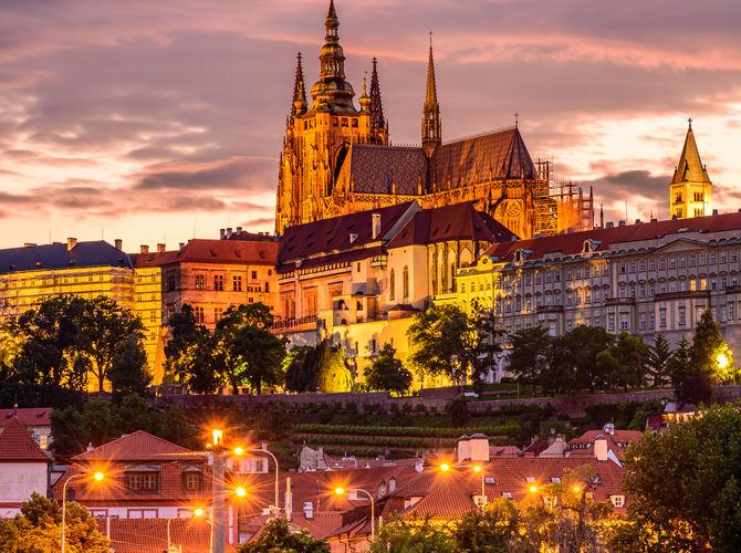 Když přiletí červánky nad Pražský hrad