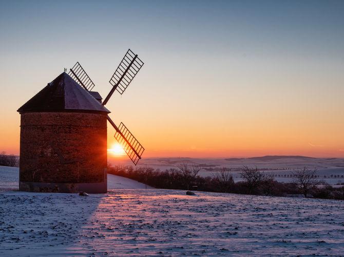 Západ slunce u větrného mlýnu