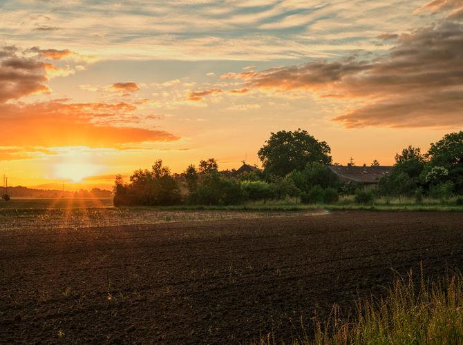 Svítání nad vesnicí